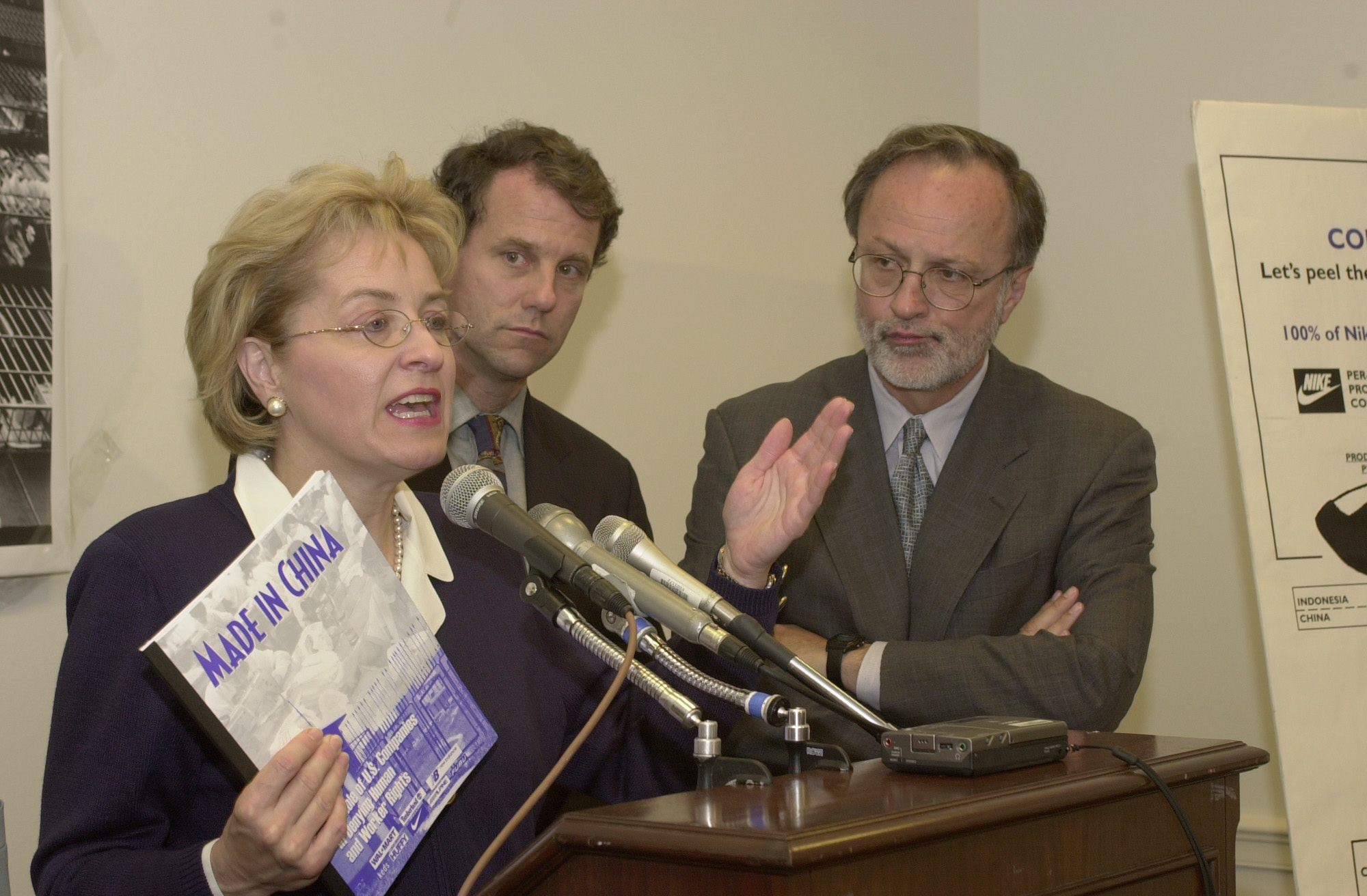 Kaptur M. 1(DG)051100 -- Marcy Kaptur, D-Oh., Sherrod Brown, D-Oh.,and Minority Whip David E. Bonior, D-Mi., during a press conference on China PNTR...