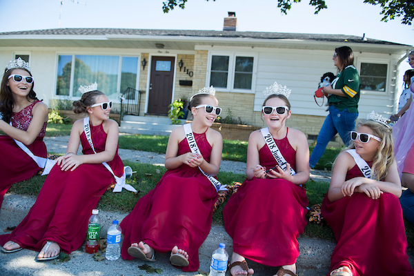 Kids prepare to participate in the Applefest parade in La Crescent, Minn. on Sunday (Tom Williams/CQ Roll Call)