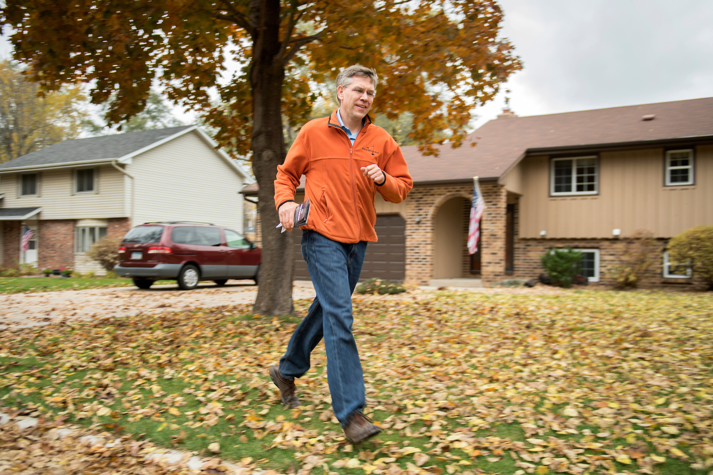 UNITED STATES - OCTOBER 29: Rep. Erik Paulsen, R-Minn., door knocks in Coon Rapids, MN, October 29, 2016. Paulsen is running for reelection in Minnesota's 3rd Congressional District. (Photo By Tom Williams/CQ Roll Call)