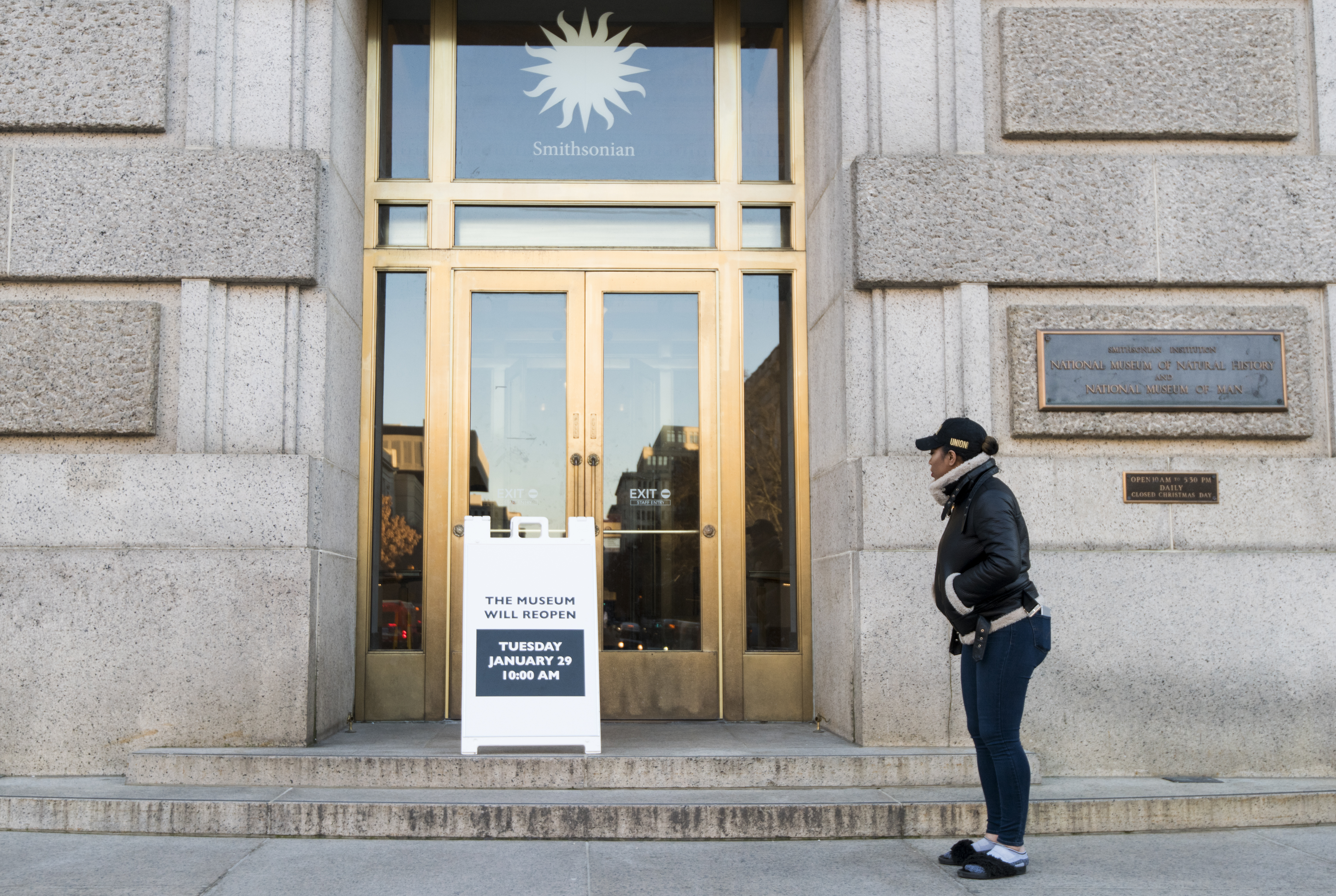 UNITED STATES - JANUARY 28: A sign notifies a visitor on Monday, Jan. 28, 2019, that the Smithsonian National Museum of Natural History will reopen in the morning after the government shutdown ended on Friday. (Photo By Bill Clark/CQ Roll Call)