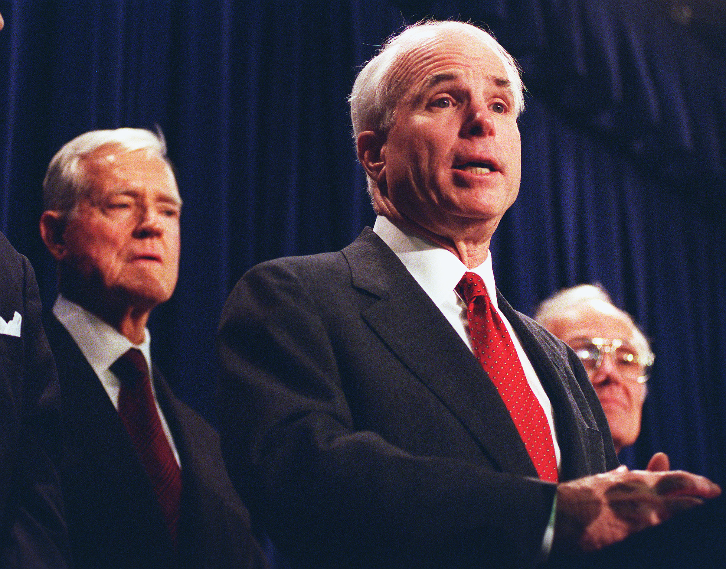 11/5/97.TOBACCO SETTLEMENT: Senate Commerce Committee Chairman John McCain,R-Ariz.,and Ranking Member Ernest F. Hollings,D-S.C.,during a press conference on the bill on global tobacco settlement..CONGRESSIONAL QUARTERLY PHOTO BY DOUGLAS GRAHAM