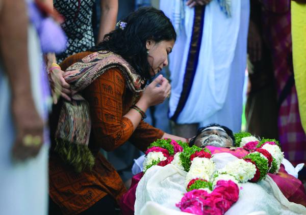 Sunayana Dumala, wife of killed Indian engineer Srinivas Kuchibhotla, performs last rites at his funeral in Hyderabad, India, on Feb. 28, 2017. (Noah Seelam/AFP/Getty Images)